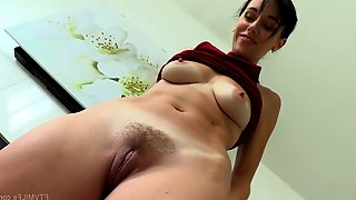 Sexy Savannah spreads her legs for a nice masturbation session
