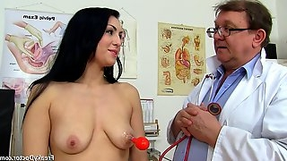 Doctor takes care of darkhaireds vagina - darkhaired