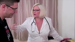 Horny mature BBW Lacey Starr shares a dick with Sookie Blues
