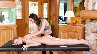 Young masseuse gives a cunnilingus to interesting housewife Britney Amber